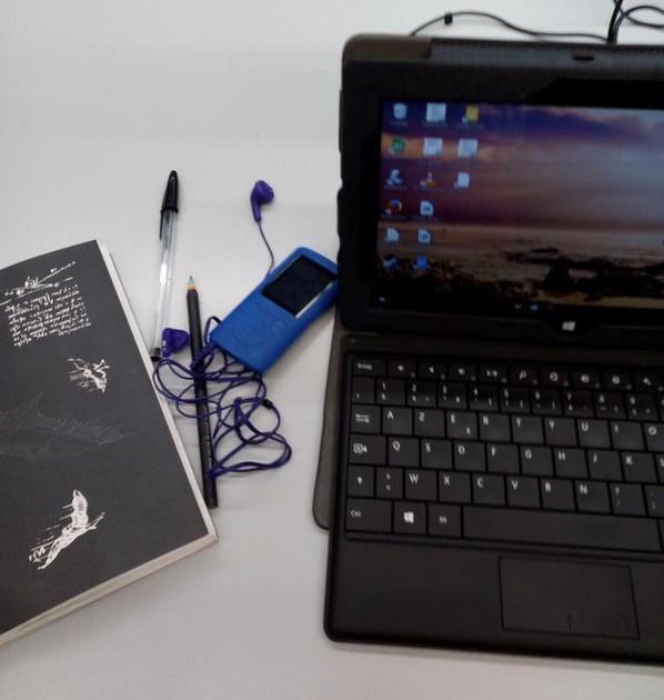 Le carnet, les playllsts, l'ordinateur. Je suis prête !